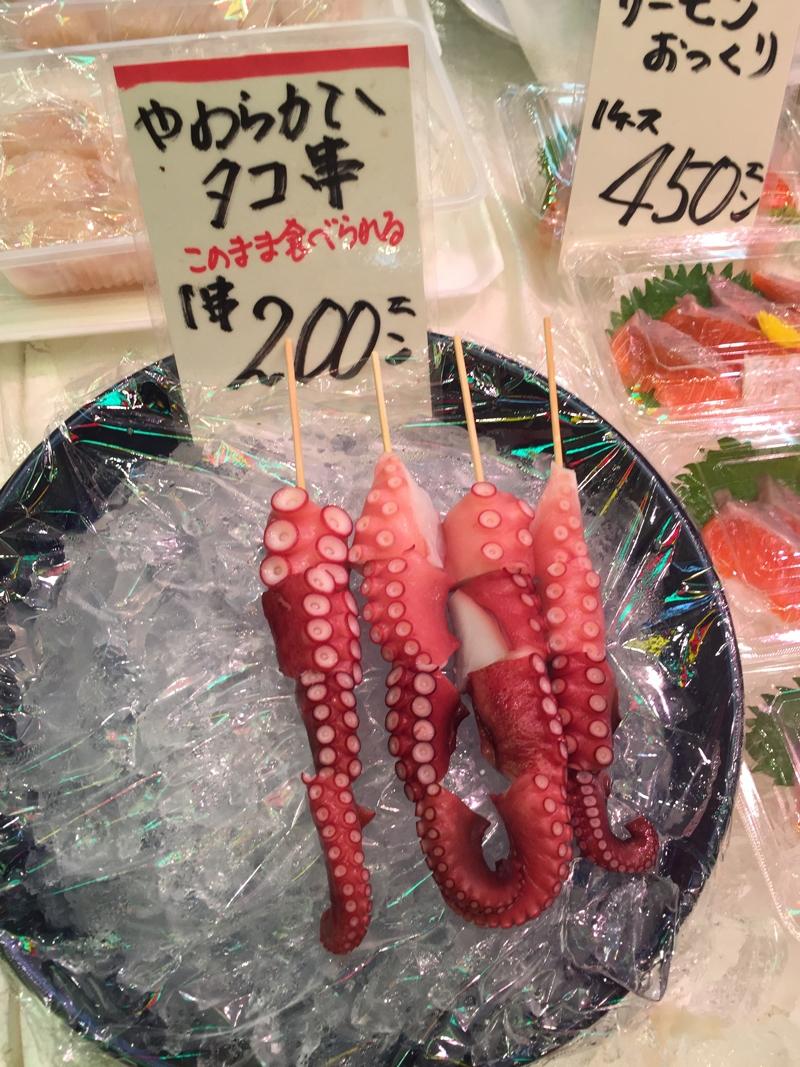 Nishiki food market inktvis op een stokje