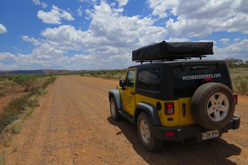 Outback Australië, jeep.
