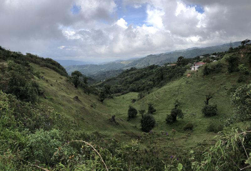 Uitzicht onderweg van San Jose naar San Gerardo de Rivas in Costa Rica.