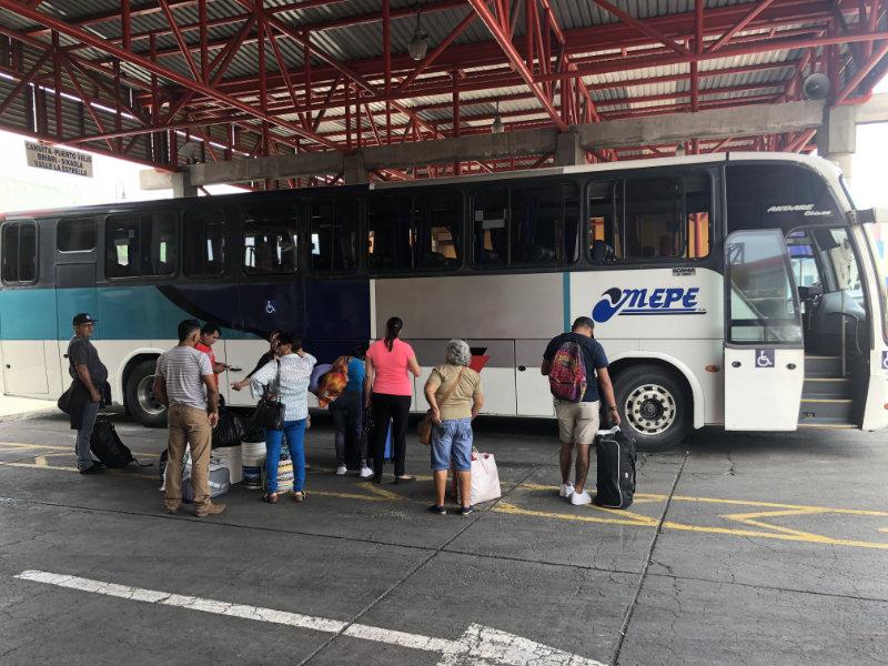 Met de bus naar Puerto Viejo in Costa Rica.