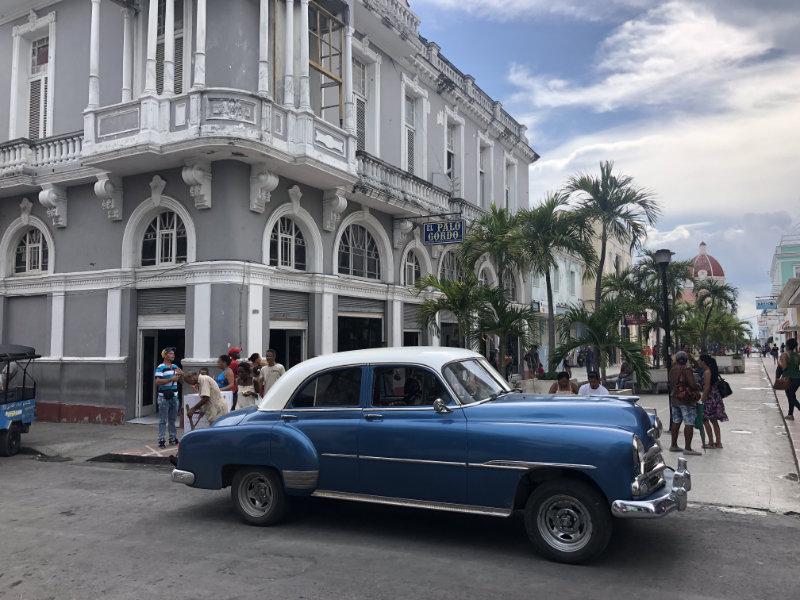 Oude Amerikaanse auto in Cienfuegos Cuba.