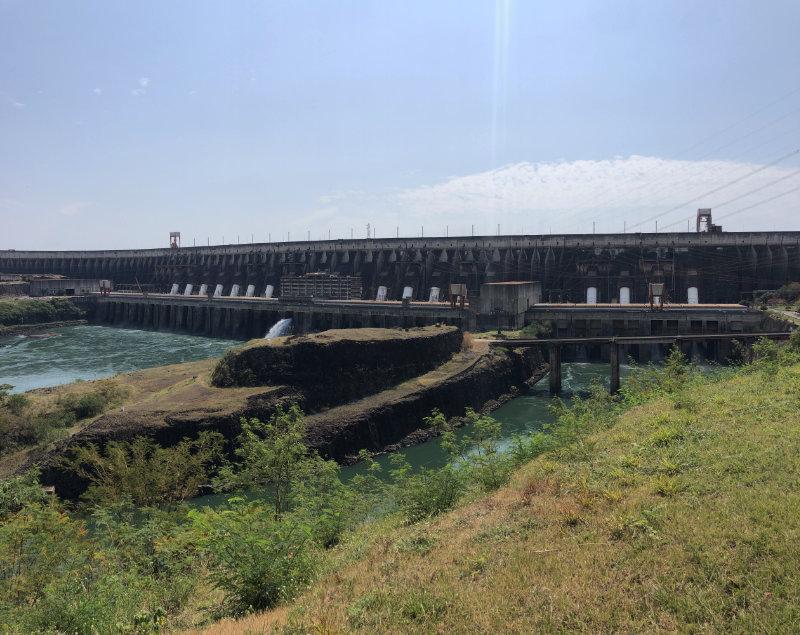 Itaipu Dam in Brazilië.